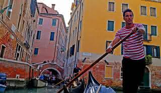 Grand Canal by Gondola with Music & Dinner in Beautiful Venice